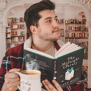 Danny | Bookstagram Profile Image