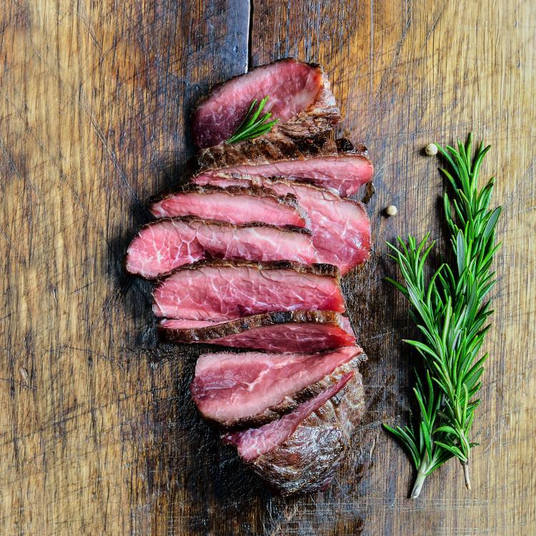 Steaks de bavette de bœuf, sauce au poivre vert