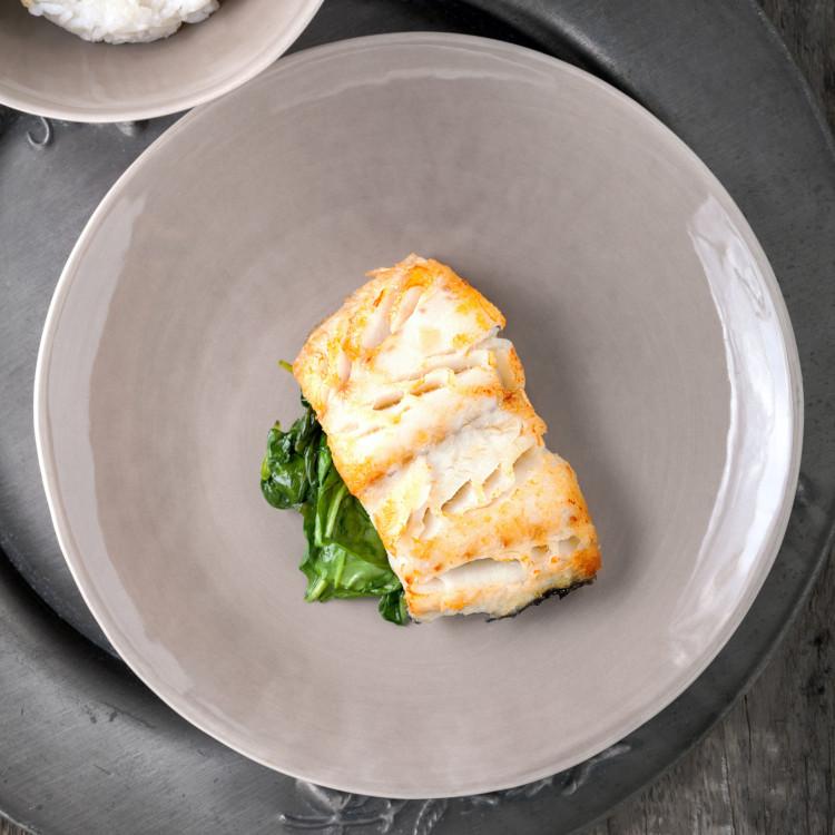 Filets d'aiglefin d'Islande, tapenade de Kalamata et légumes rôtis