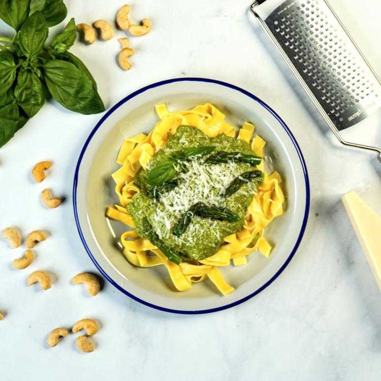 Sauce aux asperges, épinards, noix de cajou et Parmigiano