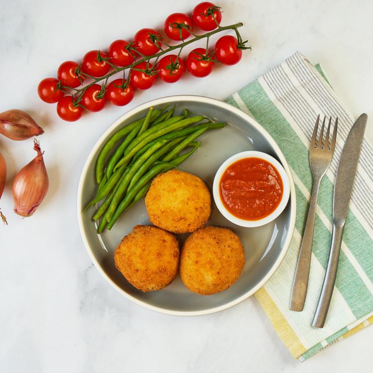 Arancinis, sauce parmigiana et antipasti aux graines de tournesol
