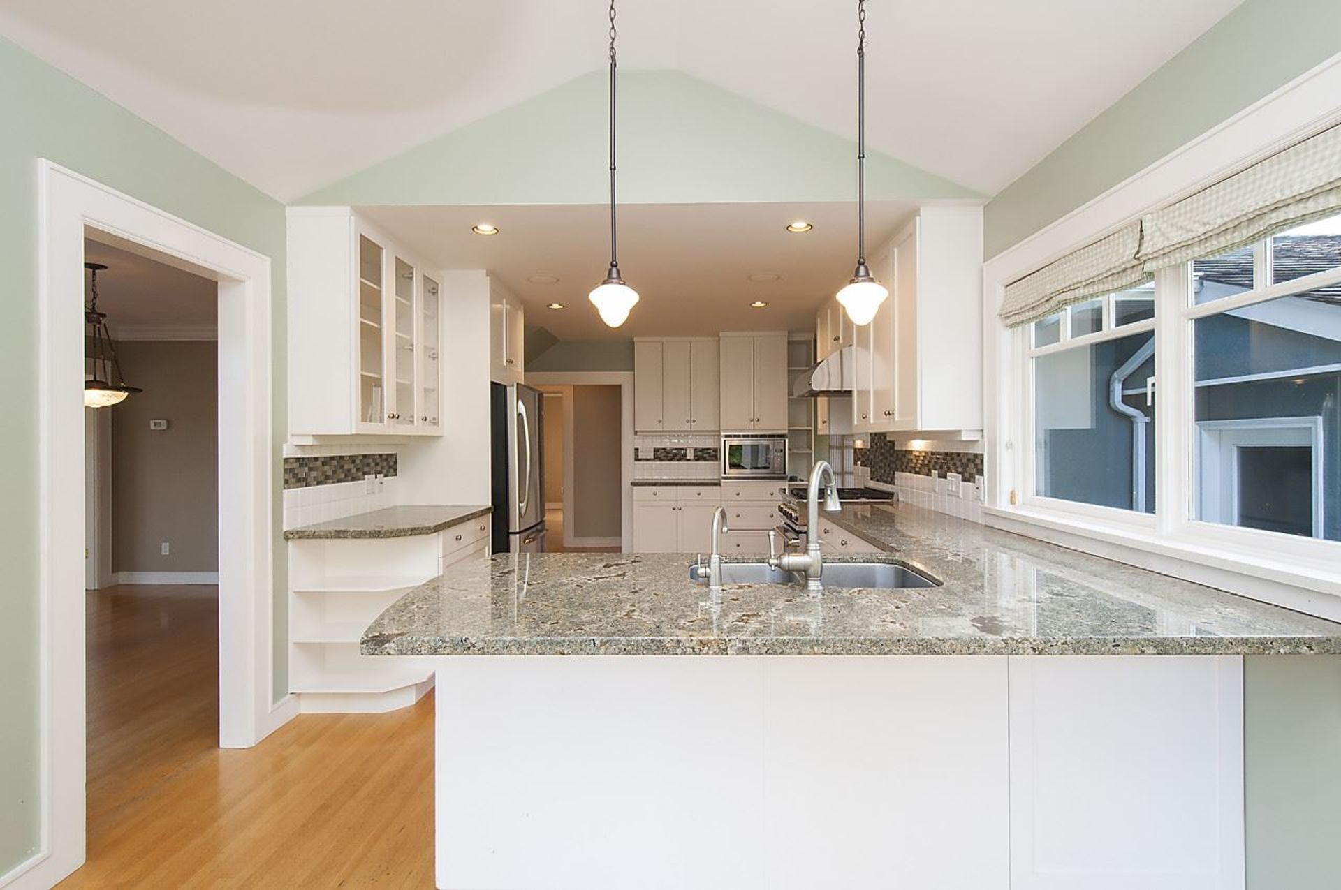 9.jpg at 1560 19th Street, Ambleside, West Vancouver
