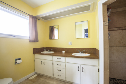 Master Ensuite at 1799 NORTH River Drive, Batchelor Heights, Kamloops