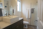 En-suite at 965 Laurel Place, Aberdeen, Kamloops