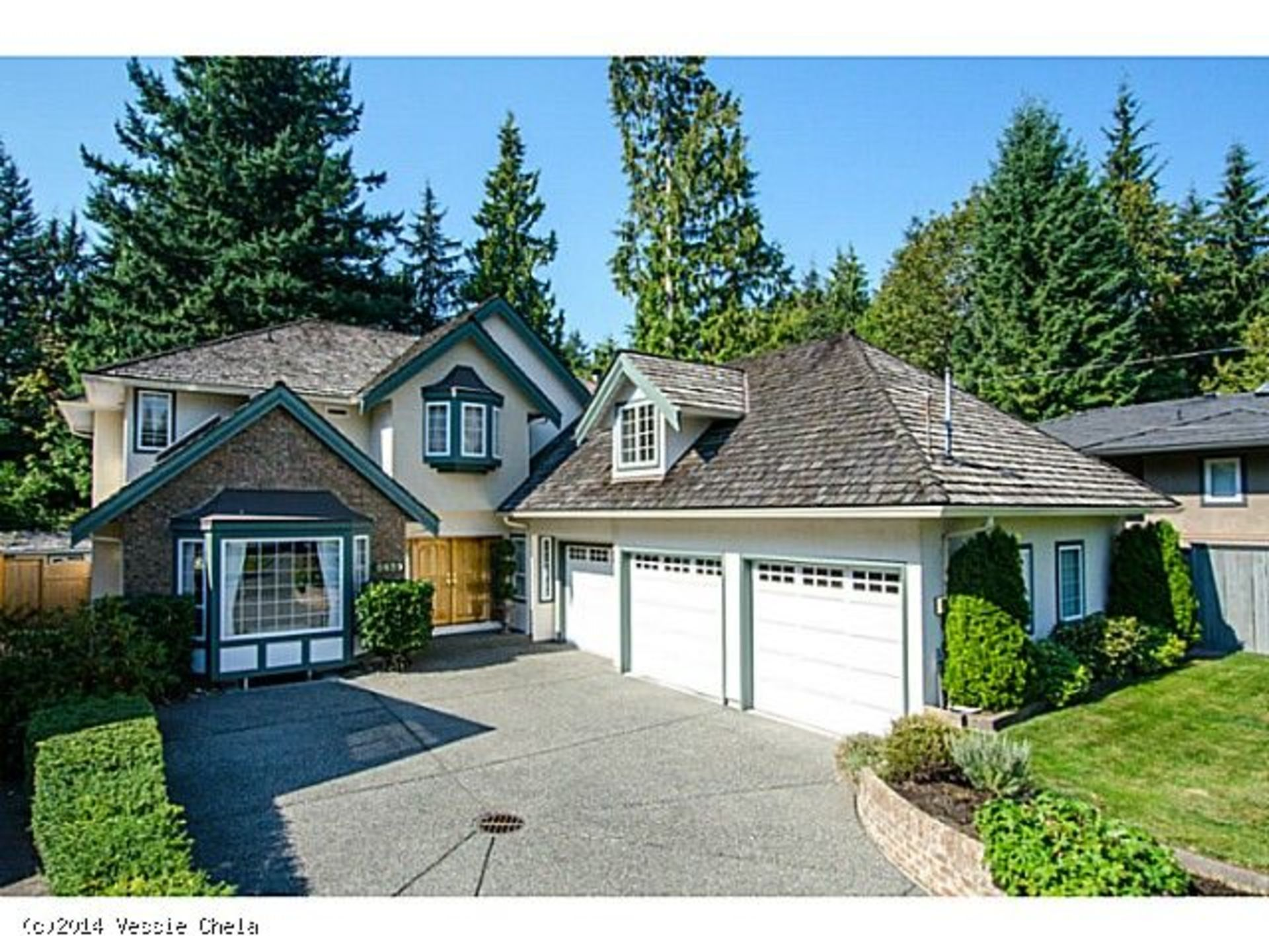 Home Entrance at 2839 Crescentview Drive, North Vancouver