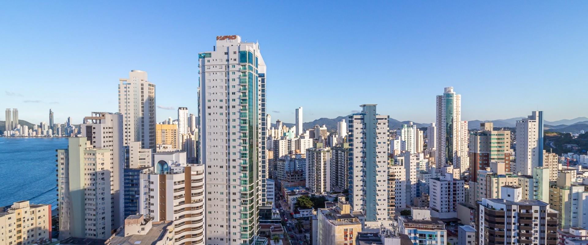 Eleganza Tower Apartamento no Eleganza Tower na quadra mar em Balneário Camboriú