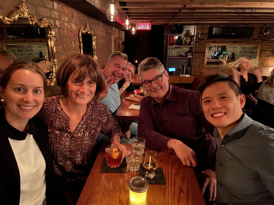 Anh-Tai Vuong and Kevin Weaver having drinks