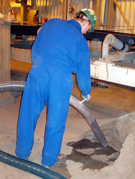 Industrial Vacuum Operator