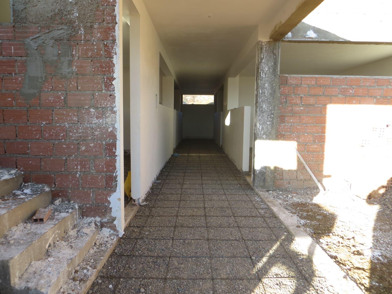 The main corridor to the classroom.