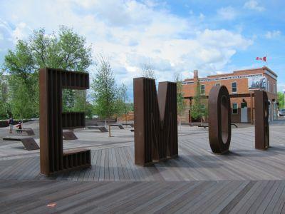 Memorial plaza artistic signage