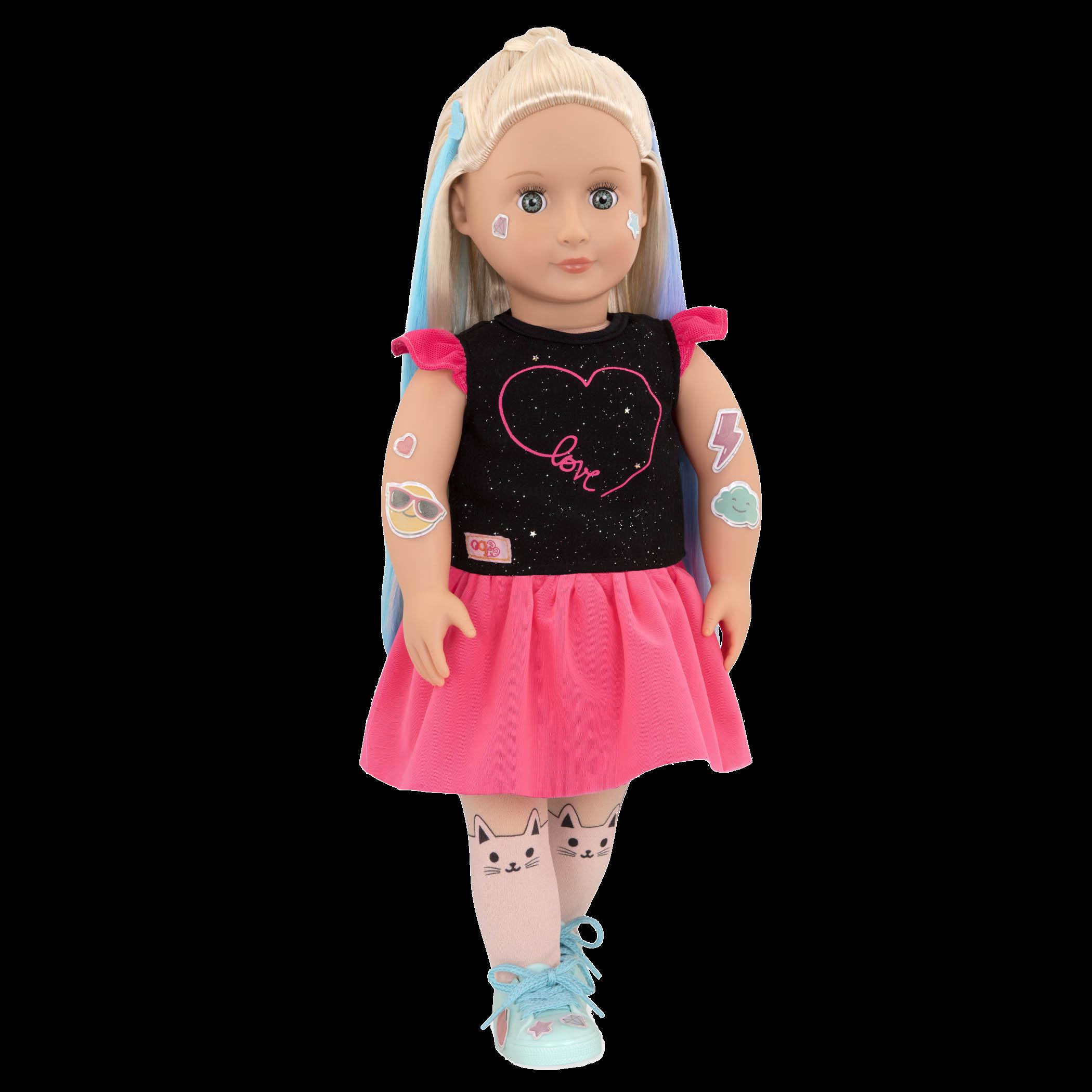 Luana wearing pink and black dress