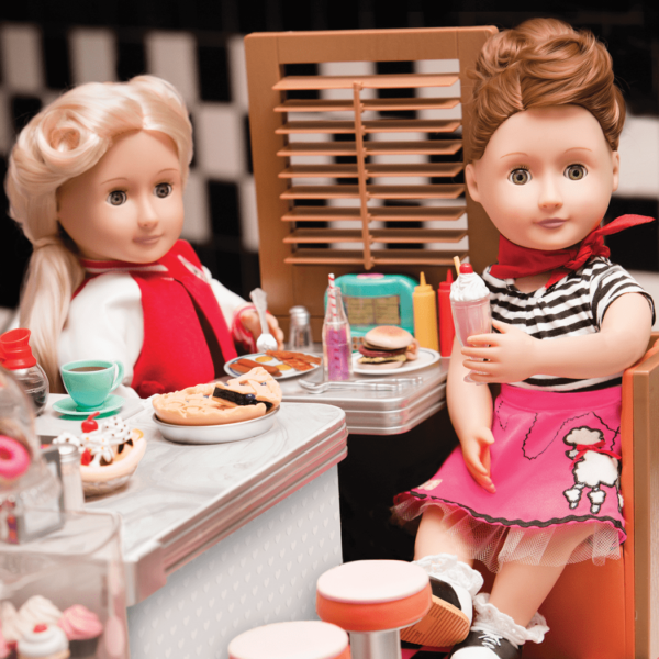 Lifestyle images of Evelyn and ginger in Diner