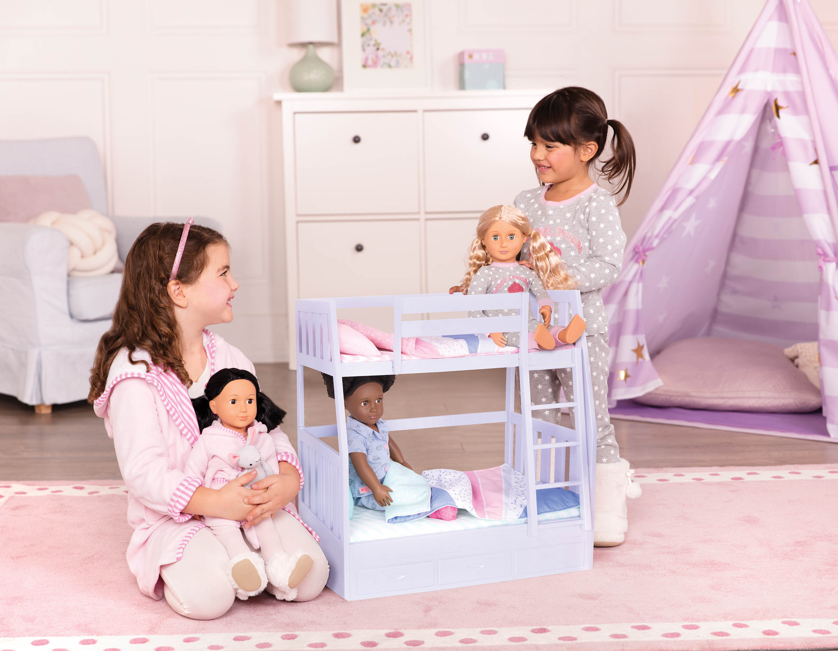 12 Steps for the Perfect Sleepover - Girls playing with OG Dolls at a Sleepover