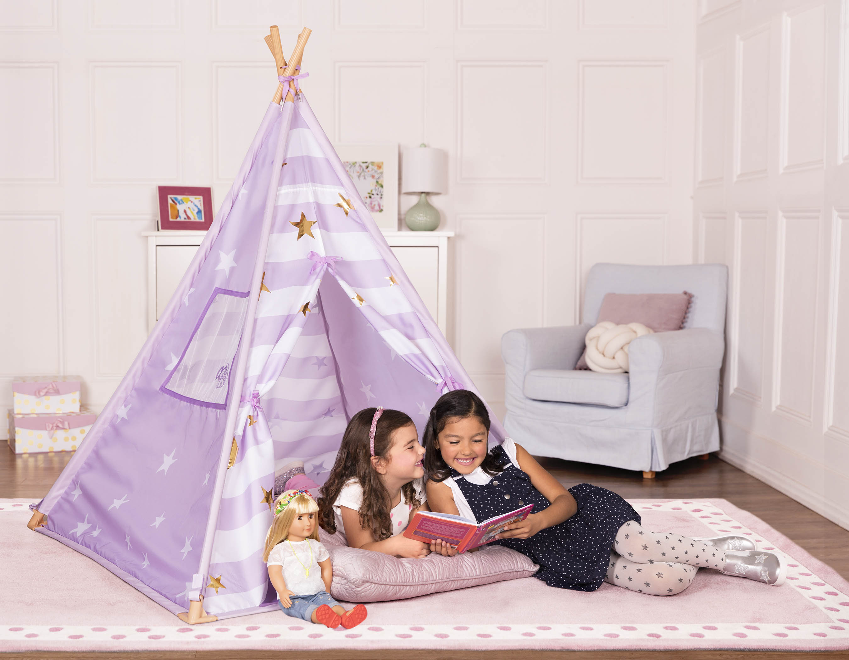 Group of Girls playing in Sleepover