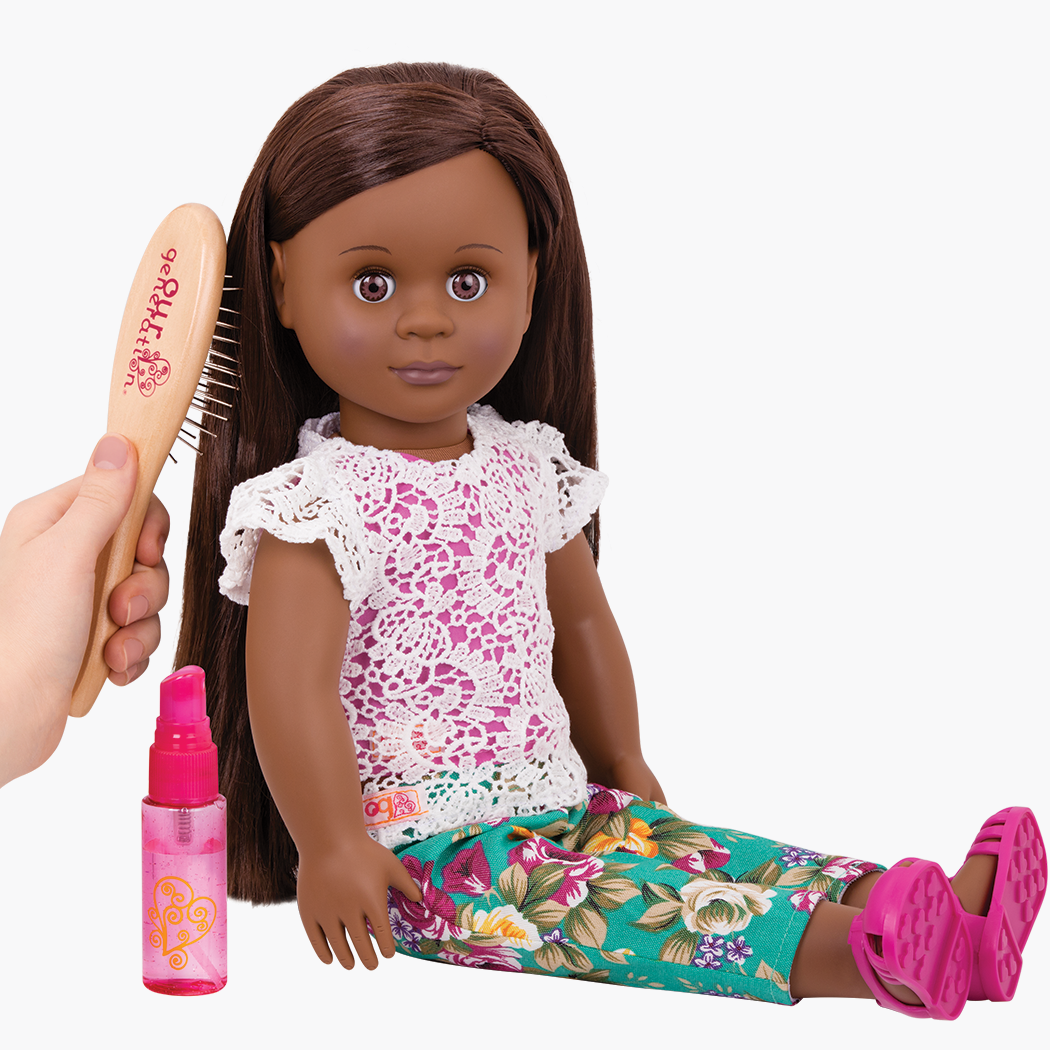 Maeva Doll having hair brushed using set
