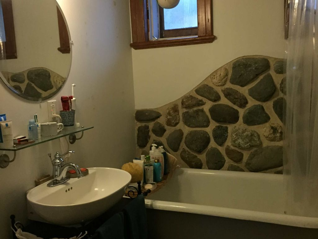 Grande chambre confortable dans charmant 4 1/2   WeMoove