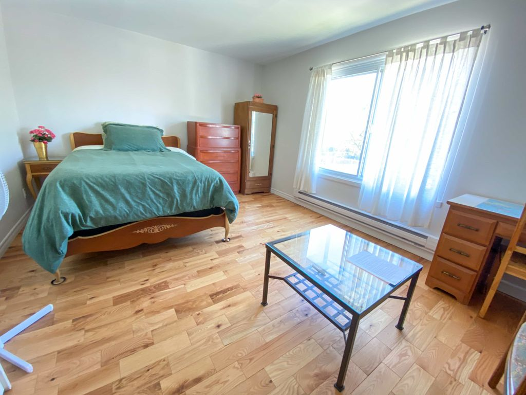 Large room for rent / Grande chambre à louer | WeMoove