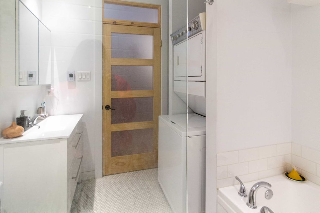 Chambre dans jolie appartement - metro papineau | WeMoove