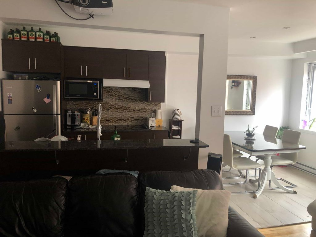 Chambre meublée dans un 4 ½ - Côte-Ste-Catherine | WeMoove