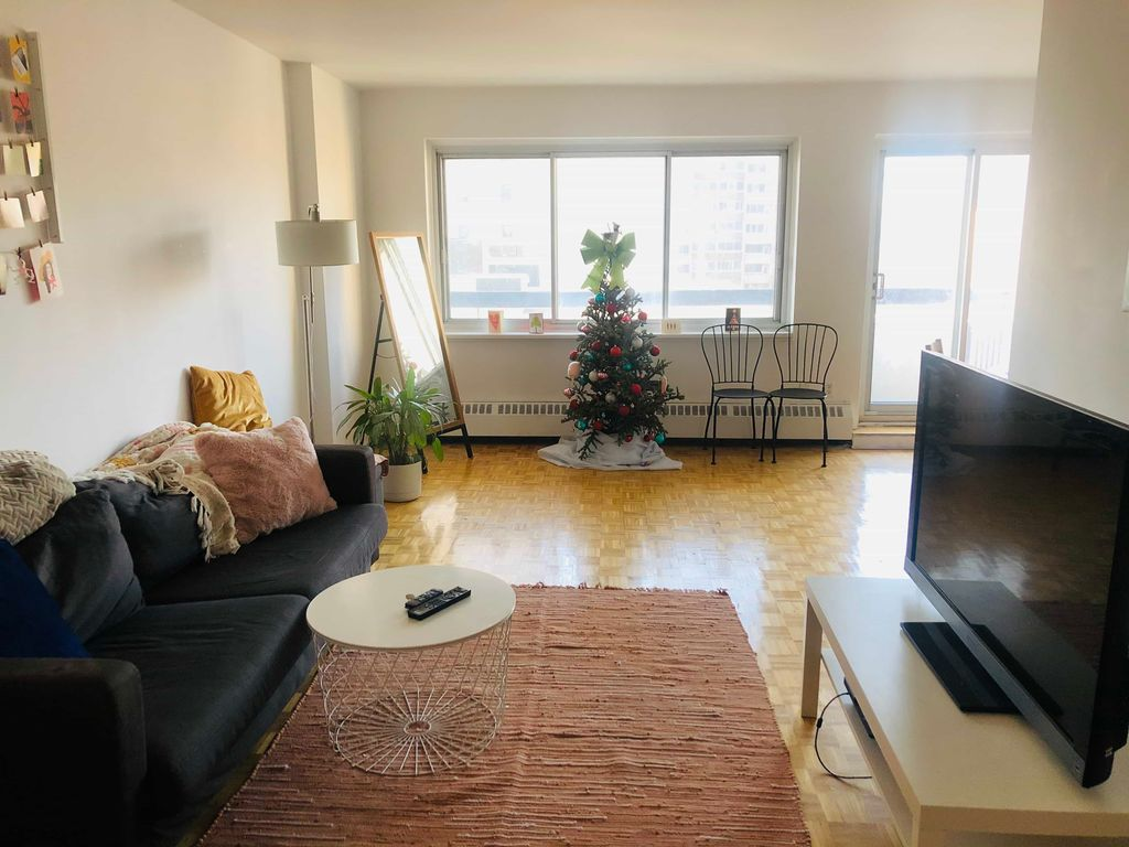 Roommate Sublet Beautiful 4 1/2 Downtown  | WeMoove