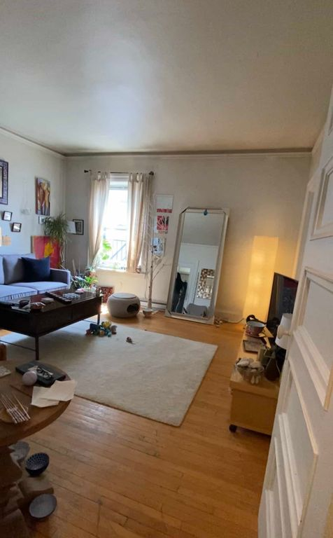 Urgent! Private room for rent ( downtown ) | WeMoove