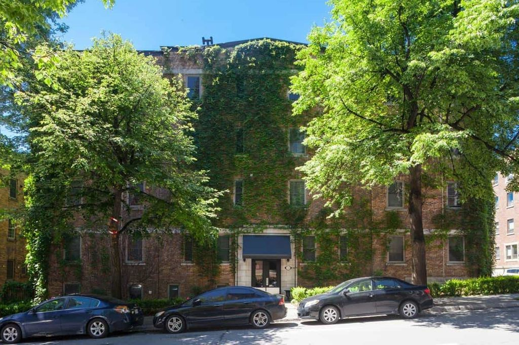 Room in beautiful apt Downtown - Available Now | WeMoove