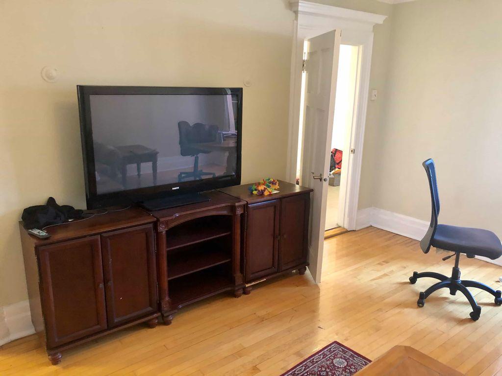 1 bedroom in huge downtown apartment | WeMoove