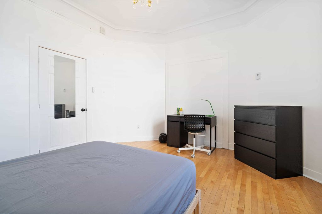 2 rooms in 4 bedroom condo available now - all-in | WeMoove