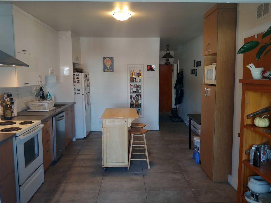 Grande chambre double - Métro D'Iberville | WeMoove