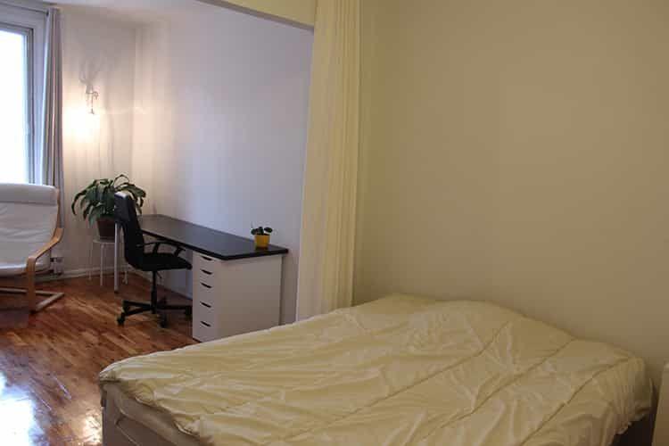 Grande chambre double très lumineuse Petite Italie | WeMoove