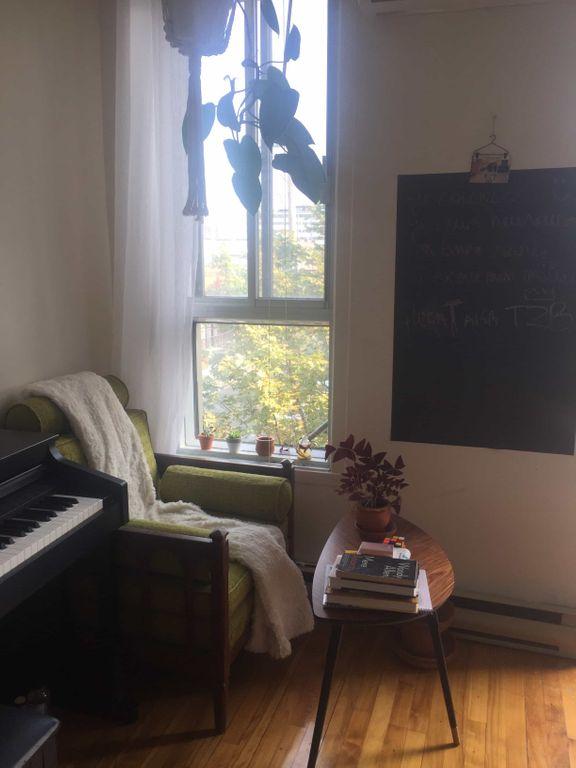 SOUS LOCATION belle grande chambre MILE END | WeMoove