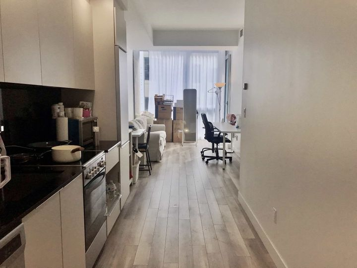 1 room Summer Sublet | WeMoove Apartments