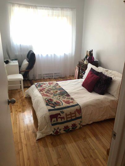 Chambre meublée dans un 4 ½ - Côte-Ste-Catherine | WeMoove Apartments