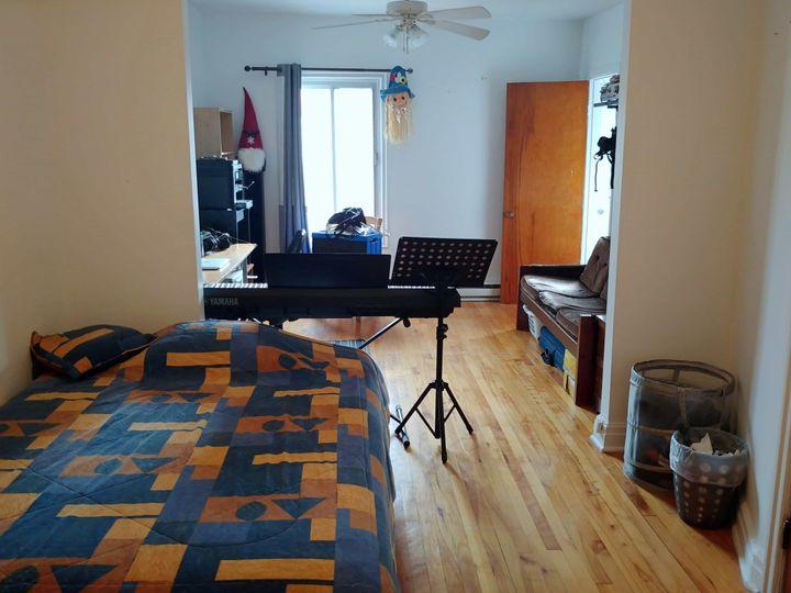 Grande chambre double - Métro D'Iberville | WeMoove Apartments