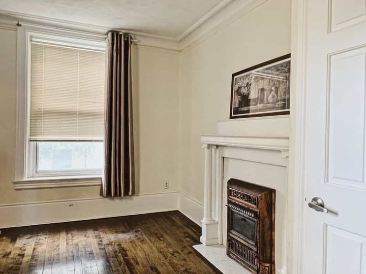 A BEDROOM AVAILABLE DOWNTOWN MONTREAL IN AN APT.  | WeMoove Apartments