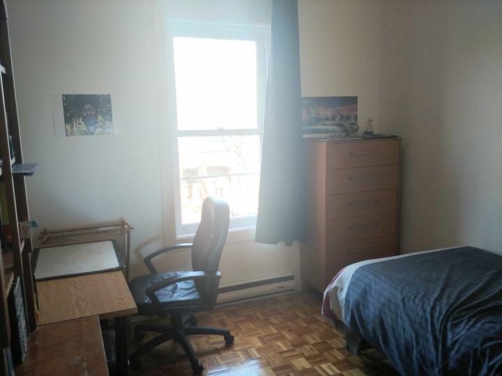 Une chambre dans une colocation à 3 au métro Charl | WeMoove Apartments