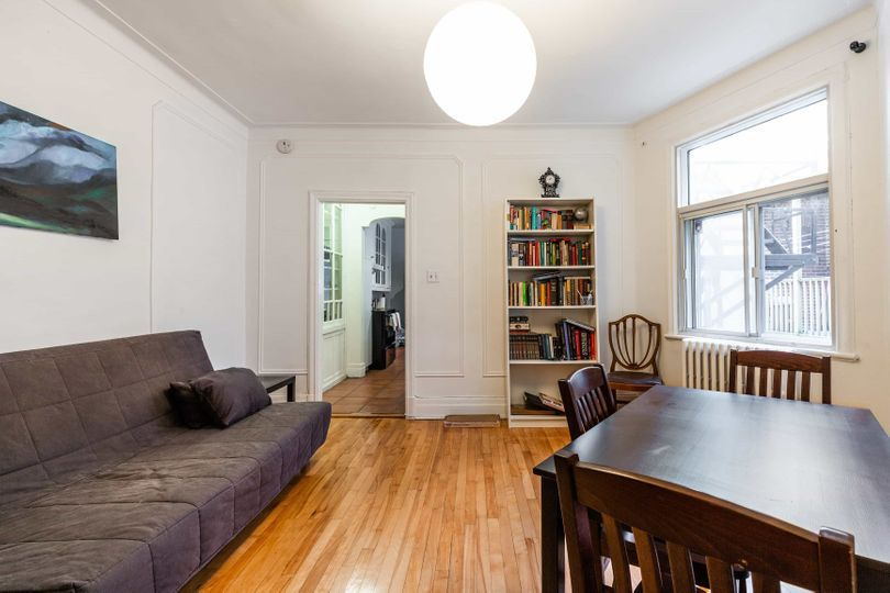 Beautiful room next to Metro Outremont/Campus MIL | WeMoove Apartments