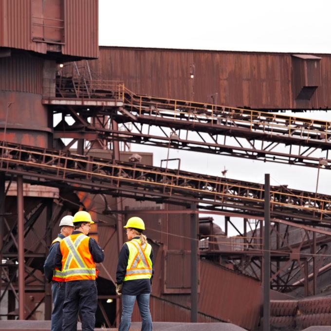 Mining - Conveyor - Engineers talking