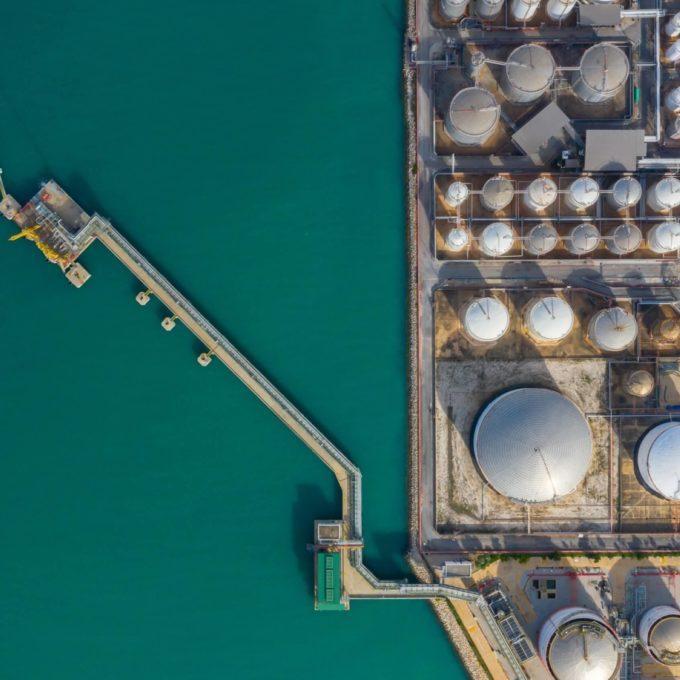 Raffinage, stockage et transport de produits pétroliers - Port avec stockage de carburant