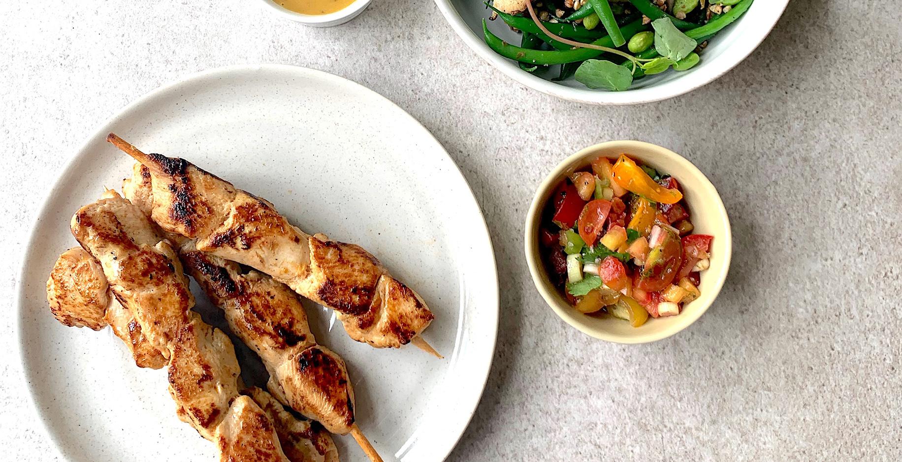 Brochette de poulet style Sud Ouest salsa et salade