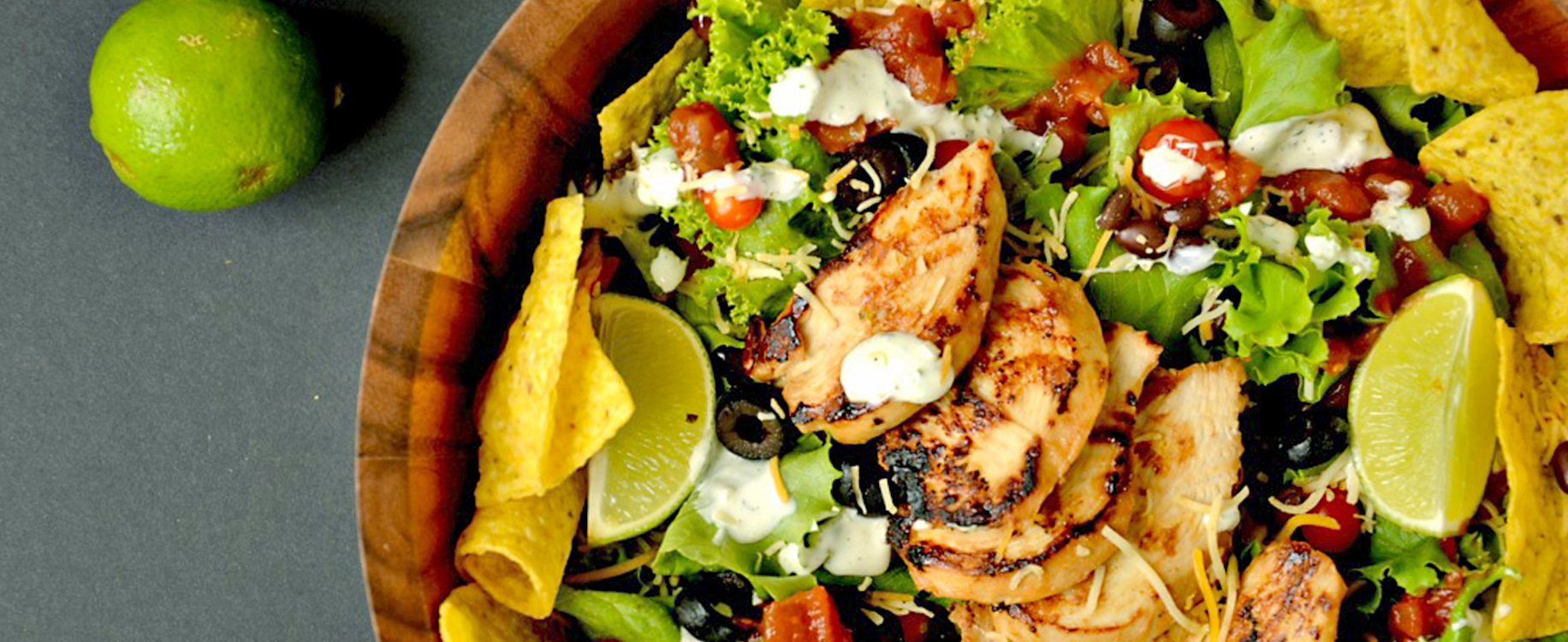 Salade Nachos au poulet BBQ