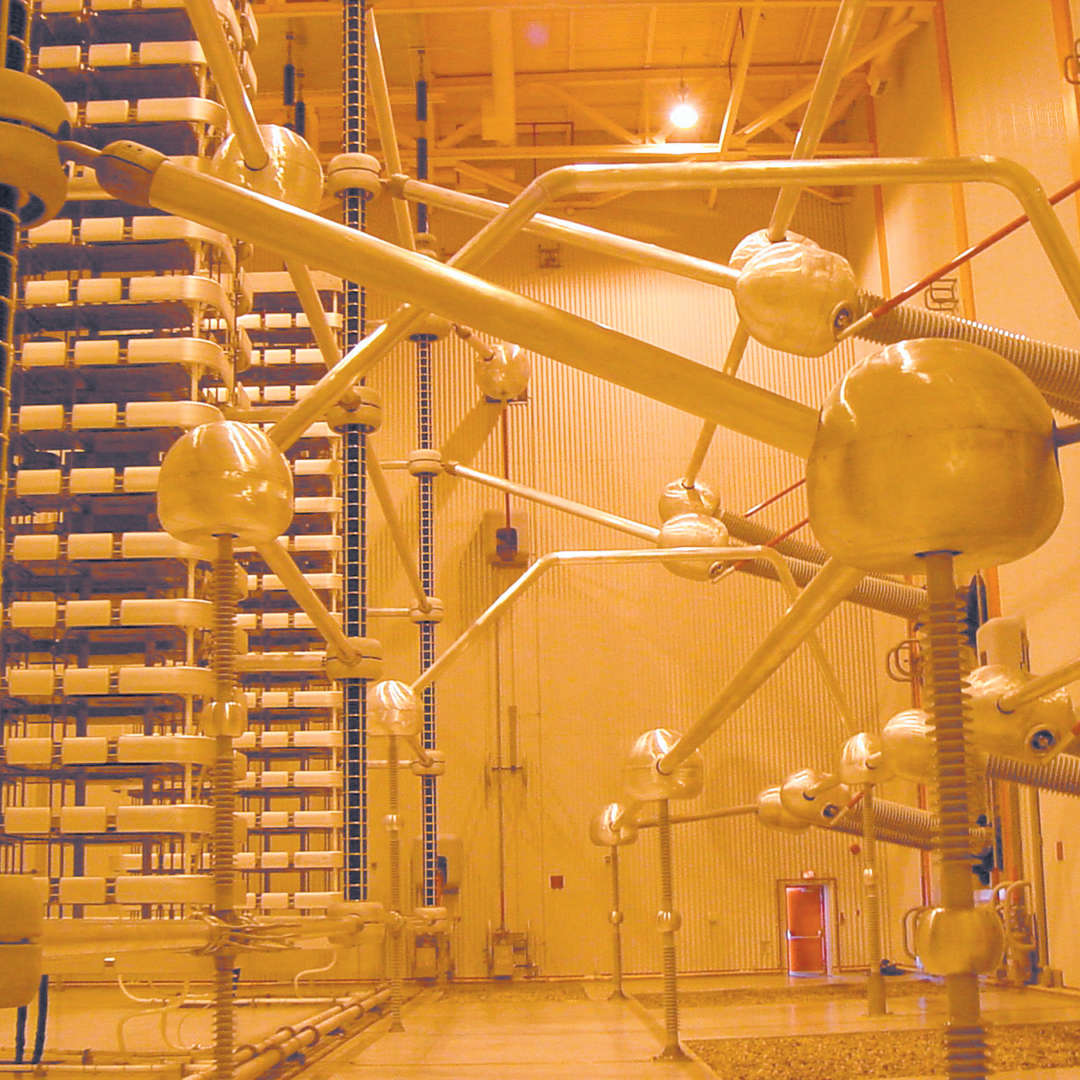 <p>Room housing voltage source converters at Radisson substation, 2007.</p> <p>©Hydro-Québec.</p>