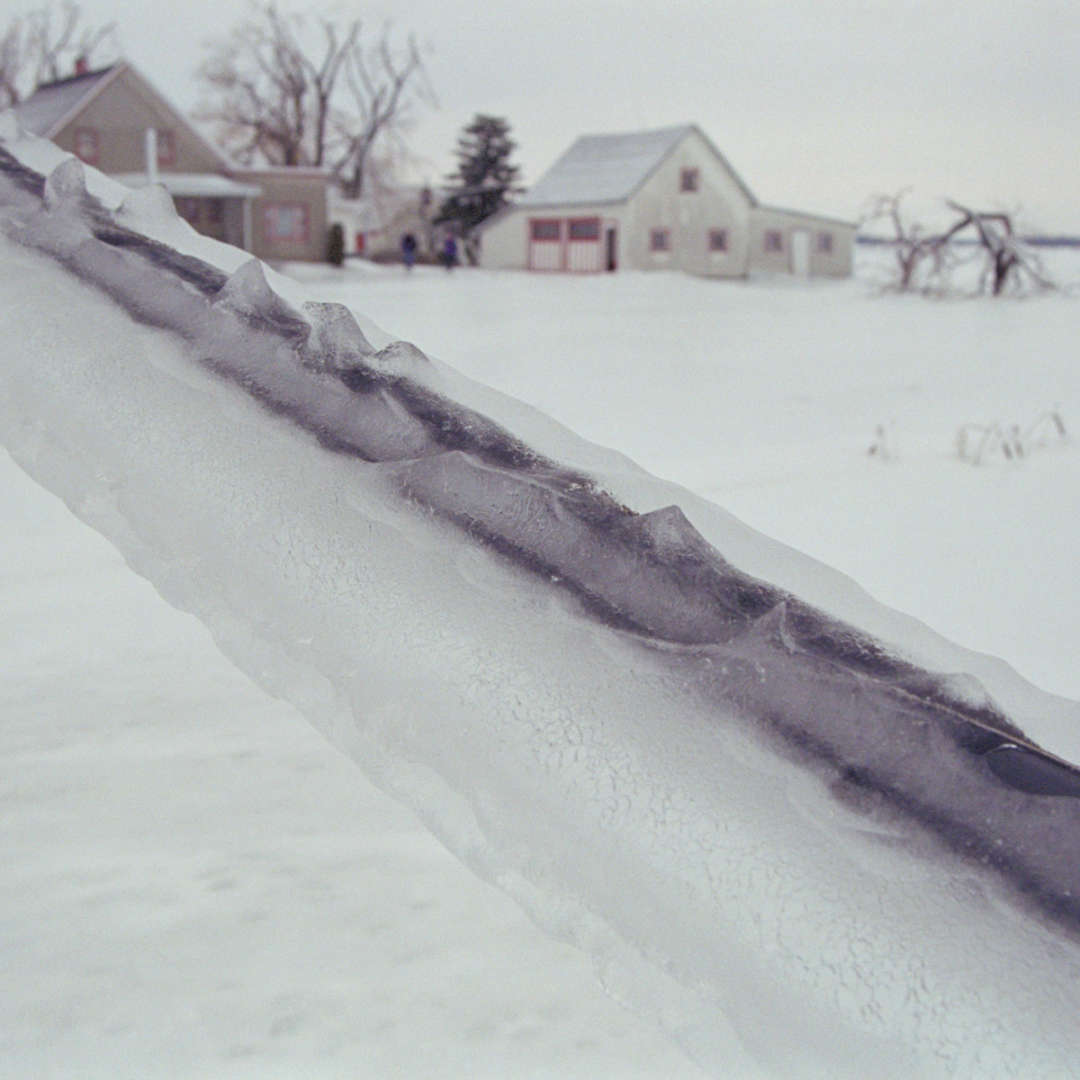 <p>When the ice storm of January 1998 struck, 78 mm of ice built up in southwestern Québec.</p> <p>©Hydro-Québec</p>