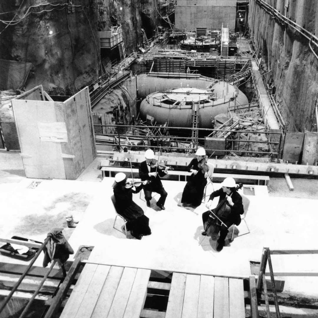 <p>Montreal Symphony Orchestra string quartet concert at LG-2-A generating station on International Women's Day, March 8, 1991.</p> <p>©Hydro-Québec archives.</p>