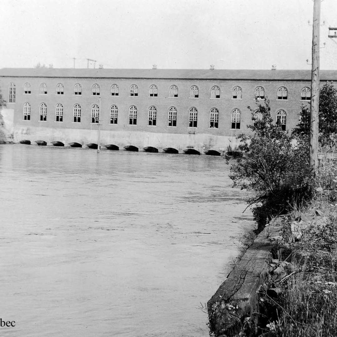 <p>Chambly generating station (date unknown), the oldest facility acquired by Hydro-Québec during the first nationalization. It was commissioned in 1899 and shut down in 1952. </p> <p>©Hydro-Québec archives.</p>