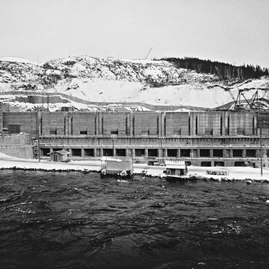 <p>Manic-5 generating station under construction, 1968.</p> <p>©Hydro-Québec archives.</p>