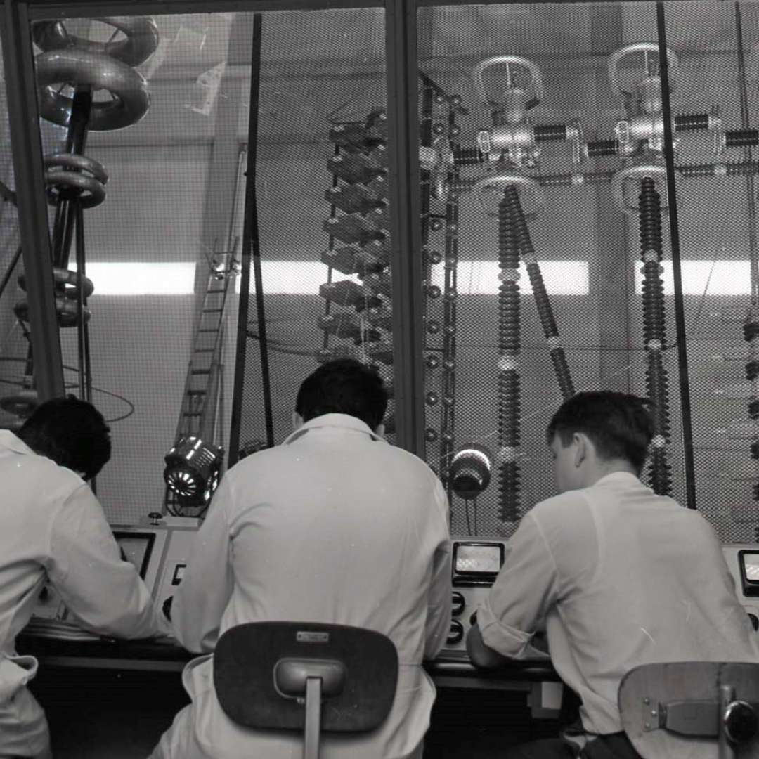 <p>Swedish engineers testing 735-kV equipment, 1965. Similar tests were conducted in several countries, including the United States, Italy, Switzerland and England. </p> <p>©Hydro-Québec archives.</p>