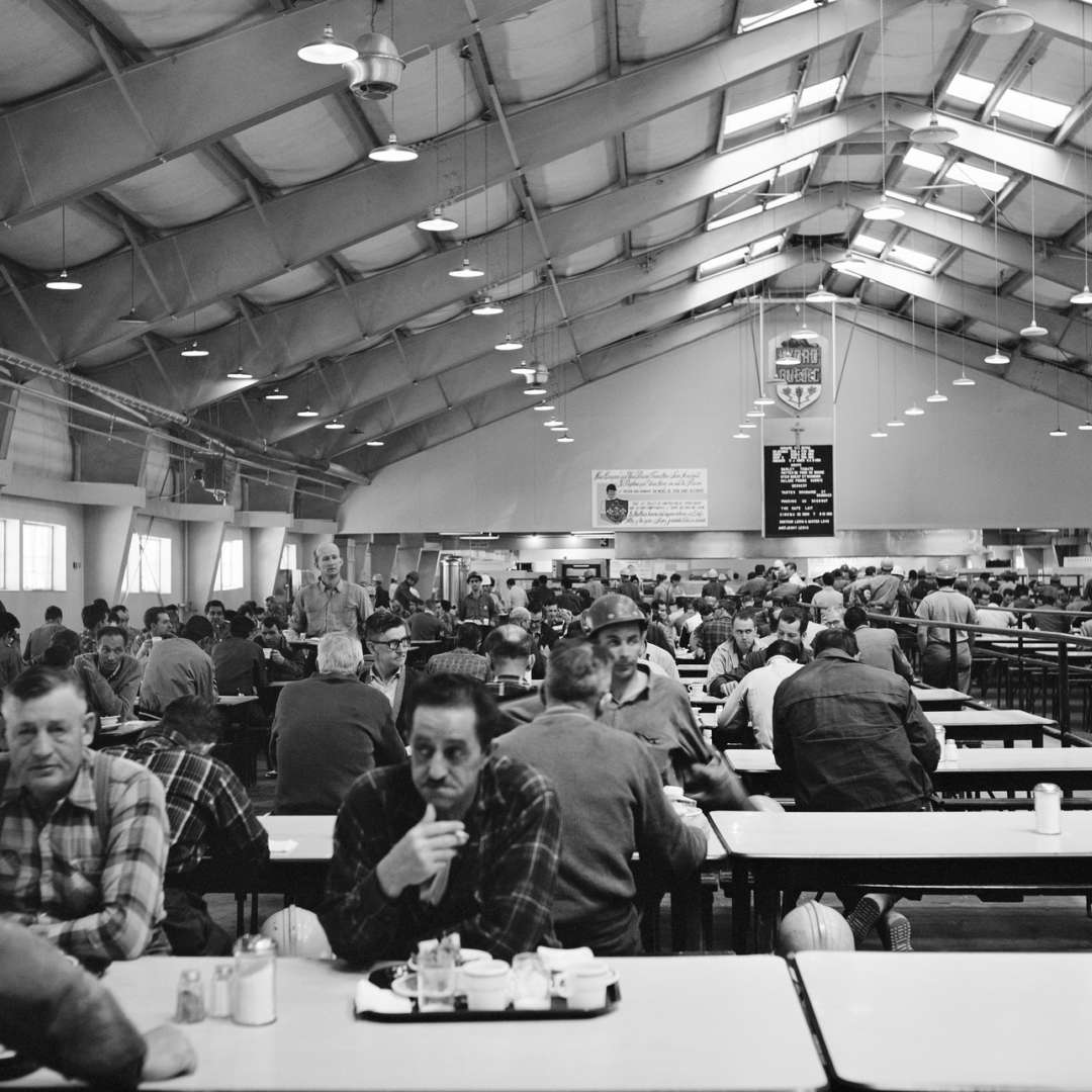 <p>Jobsite cafeteria, 1965. A well-deserved break for the workers.</p> <p>©Hydro-Québec archives.</p>
