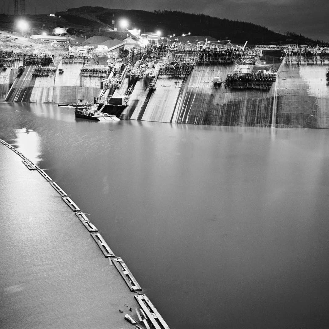 <p>Night work on the dam, 1965. The Manic jobsite was in operation 24 hours a day. </p> <p>©Hydro-Québec archives.</p>
