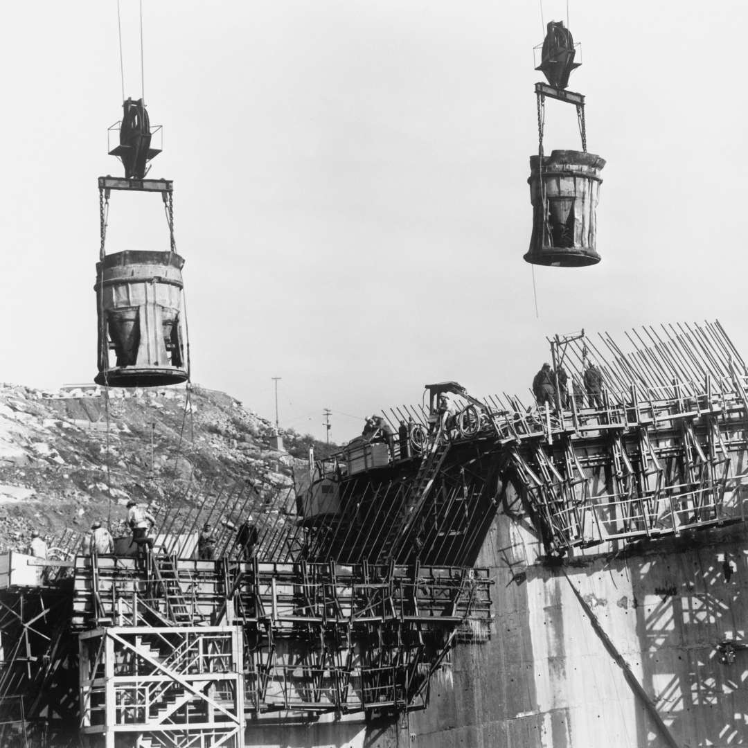 <p>Concrete pouring at the Daniel-Johnson dam construction site, 1965.</p> <p>©Hydro-Québec archives.</p>